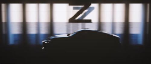 2020年5月に公開した動画の中に、「Z」の文字とともに新型フェアレディZとみられる車両のシルエットが映し出された(出所:日産自動車の動画をキャプチャー)