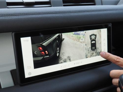 車体を右斜め後ろの上方から見ている様子を画面に表示。ブレーキを踏むと、画面に表示される車体の画像もブレーキランプが点灯する(撮影:日経クロステック)