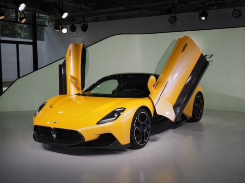 欧米FCA(Fiat Chrysler Automobiles)のMaserati(マセラティ)が2020年9月9日に発表したスポーツ車「MC20」。プレチャンバー(副燃焼室)を採用した新型エンジン「Nettuno(ネットゥーノ)」を搭載する(撮影:日経クロステック)