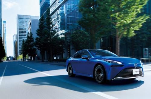 トヨタ自動車が発売した新型の燃料電池車(FCV)「ミライ」(出所:トヨタ自動車)