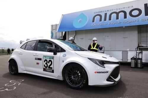 トヨタ自動車のカローラスポーツをベースとした競技車両に水素エンジンを搭載(出所:トヨタ自動車)