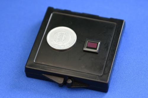 図3 新型ステレオカメラに内蔵するCMOSイメージセンサー