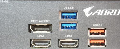 デスクトップPCでは、マザーボードやビデオカードが搭載する映像出力端子から映像信号を出力する