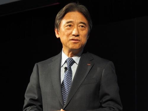 NTTドコモ社長の吉沢和弘氏。2018年10月末に最大2〜4割値下げ方針を表明する