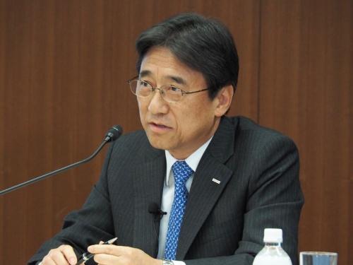 NTTドコモ社長の吉沢和弘氏。最大で年4000億円還元の値下げを決断する