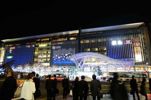 JR博多駅博多口にある駅ビル・商業施設のJR博多シティ。JR九州のグループ会社が管理・運営している。2016年撮影(写真:日経クロステック)