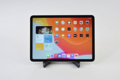アップルのiPad Air(第4世代)。11インチiPad Pro(第2世代)かと思わせる外観だ