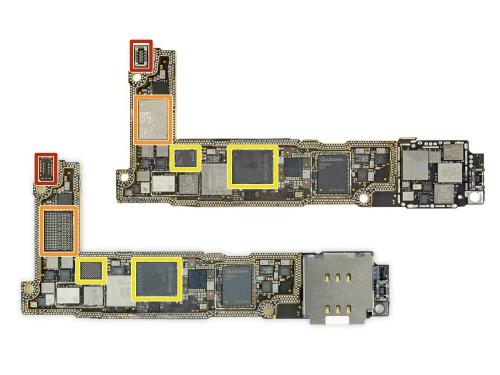 米国向け端末(上)と欧州向け端末(下)のiPhone 12 miniの基板