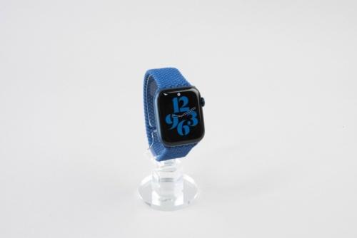 Apple Watch Series 6の「ブルーアルミニウムケースとブレイデッドソロループ(ケースのサイズは44mm)」を購入した