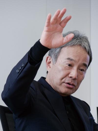 もり・まさひこ:1985年京大工学部卒、伊藤忠商事に入社して繊維機械の営業を経験したのち、93年森精機製作所(現・DMG森精機)に入社。94年取締役。常務取締役・専務取締役を経て99年、代表取締役社長就任。2001年から日本工作機械工業会副会長。08年から京都大学経営協議会の学外委員。03年に東京大学で博士号を取得。1961年生まれ、奈良県出身。(撮影:加藤康)