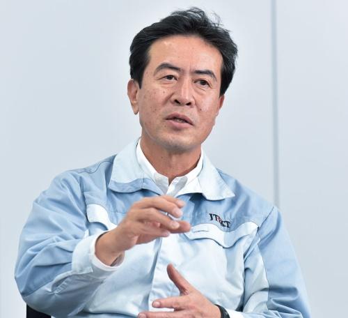 かとう・しんじ:2010年7月にトヨタ自動車工業メカトロシステム部長に就任。17年1月にジェイテクトの理事。同年4月に同執行役員に就任。常務取締役を経て20年6月から現職。(撮影:上野英和)
