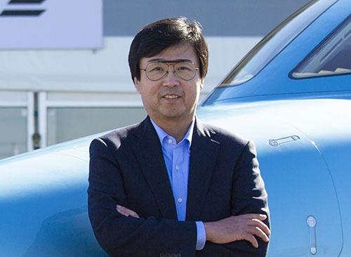 "<span class=""fontBold"">藤野 道格(ふじの・みちまさ)</span><br >ホンダ エアクラフト カンパニー社長兼CEO。1960年生まれ。84年に東京大学工学部航空学科卒業後、ホンダ入社。航空機の開発に関わり、「HondaJet」の設計・開発責任者。2006年から現職。「Aircraft Design Award」(米国航空宇宙学会)、「ケリー・ジョンソン賞」(SAEインターナショナル)、「ジューコフスキー賞」(国際航空科学会議)を受賞。"