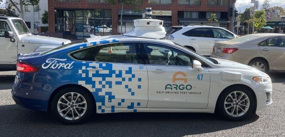 カリフォルニア州パロアルトを走行中のアルゴの自動運転車両 (撮影:日経クロステック)
