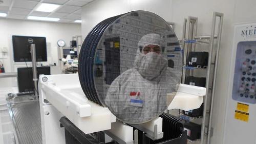 米国アリゾナ州に開設したGaN専用工場の内部