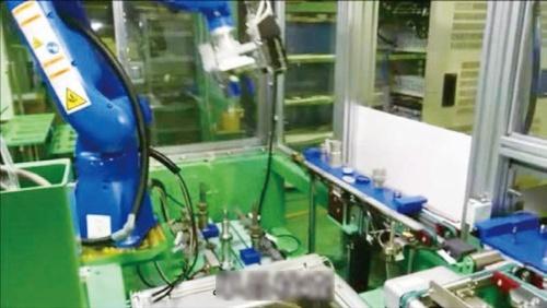 逆止弁(チェックバルブ)の自動組み立て機(出所:三菱重工、JAXA勉強会資料)