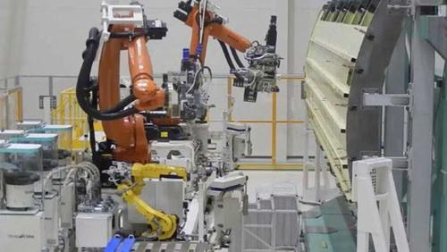 第1段と第2段を接続する段間部の製造に導入された自動打鋲機(出所:三菱重工、JAXA勉強会資料)