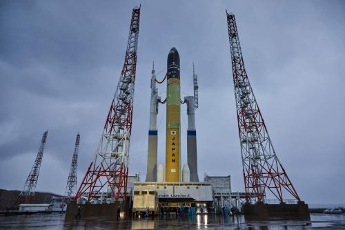 鹿児島県の種子島宇宙センターで実施する「極低温点検」のために、初めて姿を現したH3ロケット