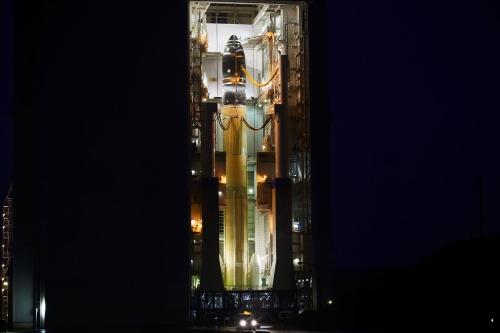 2021年3月17日早朝、VABの扉が開き、H3が姿を現した。しかし、時折強まる降雨のために機体の射点への移動開始は予定の午前6時30分から6時51分に遅れた。(出所:JAXA)