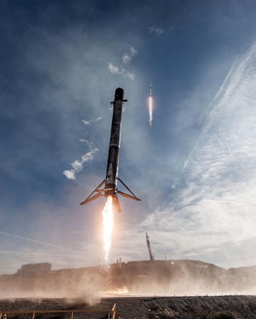 米スペースXのロケット「ファルコン9」は、逆噴射で第1段を回収し、再利用している。(出所:SpaceX)