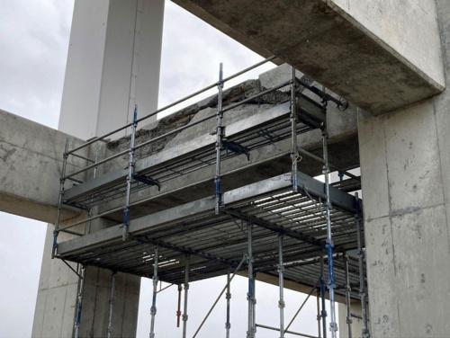 横梁が損傷した東北新幹線の高架橋。宮城県白石市にある(写真:井上 和真)