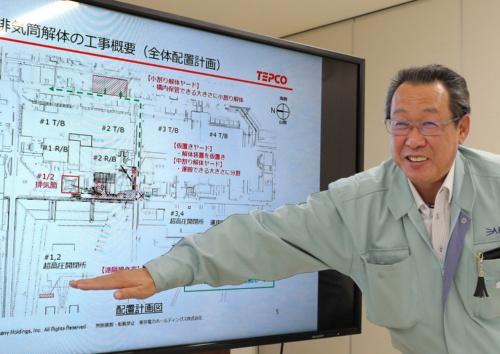 工事の手順を説明するエイブルの岡井勇さん