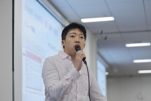 SCSKの基盤サービス事業本部セキュリティサービス部に務める亀田勇歩さん。セキュリティーの専門性を高めるべく副業をする