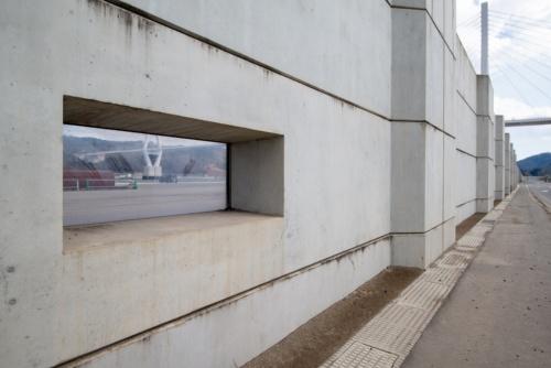 窓付きの防潮堤。2021年2月11日撮影(写真:村上 昭浩)