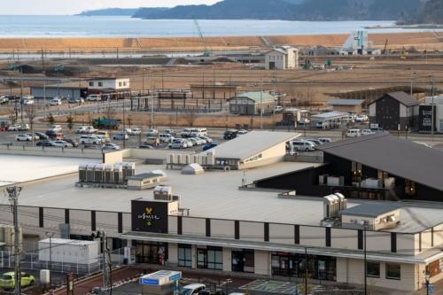 写真手前に見える施設は高田南地区にある大型複合商業施設の「アバッセたかた」(写真:村上 昭浩)