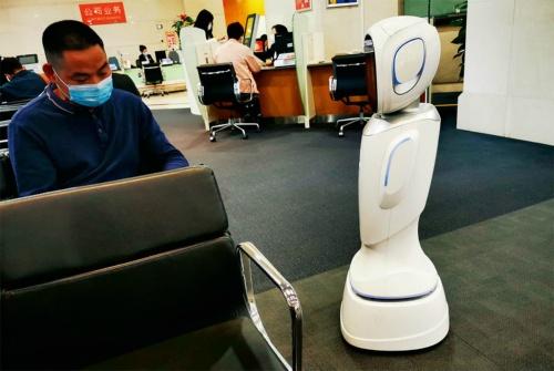 図2 銀行の案内ロボット