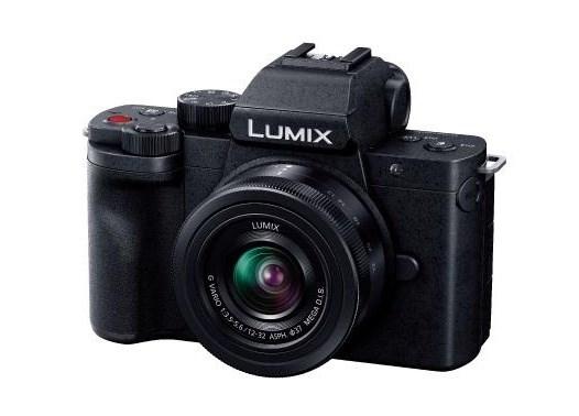 パナソニックが2020年7月に発表したミラーレス一眼カメラ「LUMIX DC-G100」。4/3型で有効画素数が2030万画素のセンサーを搭載している(出所:パナソニック)