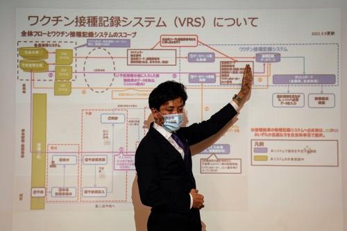 VRSについて説明する小林大臣補佐官
