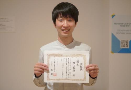最近はフォトコンテストにも入賞するようになってきたという横山氏(撮影:日経クロステック)