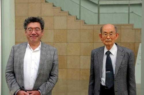 「ネオコグニトロン」を考案した福島邦彦氏(右)と東京大学の松原仁 次世代知能科学研究センター教授