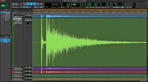 インパルスレスポンス波形。左の鋭い山が手をたたいた際の実音で、42ミリ秒遅れて初期反射音が到達している