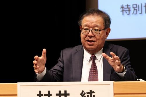 司会を務めた慶応義塾大学の村井純教授
