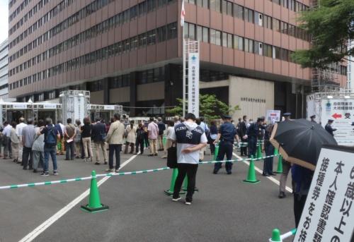 国が開設した東京都内の大規模接種会場。2021年6月7日から受け付けた6月14日からの接種分は予約が埋まらず、大量の空きが発生している