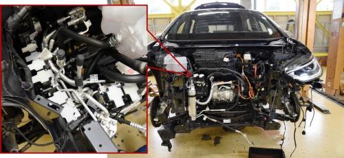 図1 VW「ID.3」のフロントフード下から見慣れない部品