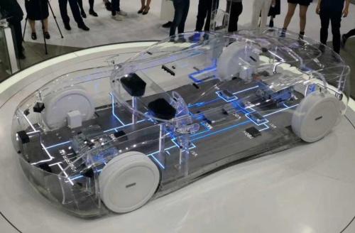 中国ファーウェイの自動運転システムの展示
