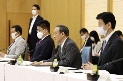 「経済財政運営と改革の基本方針(骨太の方針)」の案をまとめた経済財政諮問会議・成長戦略会議の合同会議。議長は菅義偉首相