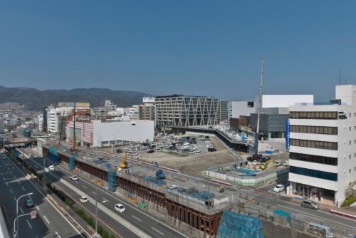 新駅・箕面船場阪大前駅とその周辺を南西から見る(写真:生田 将人)