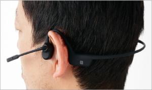骨伝導方式を採用したBluetoothヘッドセット。耳を塞がないため、周囲の音が聞き取りやすい