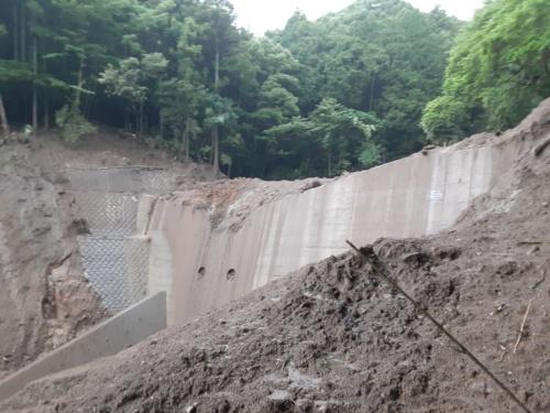 土砂で埋まった被災後の砂防ダム(写真:静岡県)