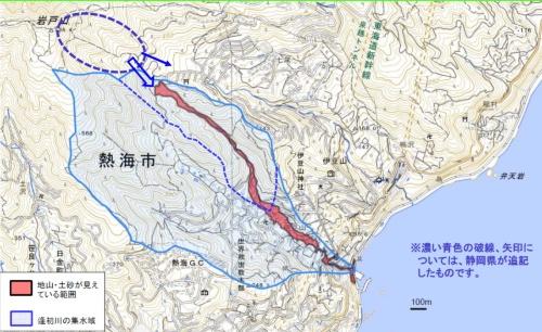 流域を越えて地下水が流入するイメージ。国土地理院が2021年7月6日撮影の空中写真から地山・土砂が見えている部分を判読した図に、濃い青い点線や矢印を静岡県が追記した