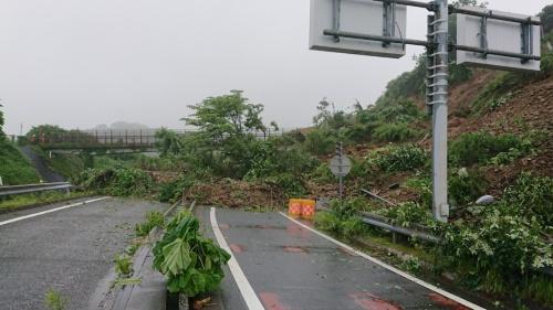 法面崩壊後の様子(写真:東日本高速道路会社)