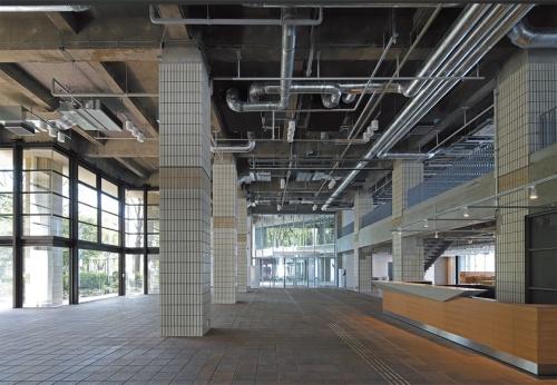 1階東ウイングのエントランスホール(写真:安川千秋)