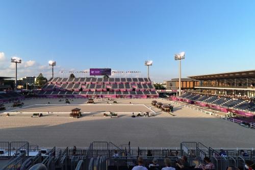 髙木氏が担当した「馬事公苑」(東京都世田谷区)の北東部にあるメインアリーナ(後利用時は「競技会メイン会場」)。「東京2020」大会で馬術競技に使用。設計:山下設計、施工:大成建設。写真は五輪馬術競技時(21年7月25日撮影)(写真:日経クロステック)