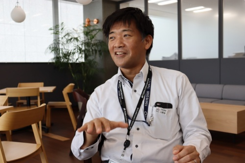 戸田建設国際支店土木部工事室主管1級の小野寺友樹氏。1976年生まれ。2000年4月に戸田建設に入社、東京支店に配属。06年7月に本社土木設計部、14年12月に本社海外事業部。15年2月~21年2月にほぼミャンマーのヤンゴン市に駐在し、上水道整備工事を2件手掛ける。21年3月から現職。21年6月撮影(写真:日経クロステック)