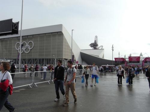 2012年ロンドン五輪大会の様子。故ザハ・ハディド氏設計の水泳場には仮設観客席が加えられていた(写真:山嵜 一也)