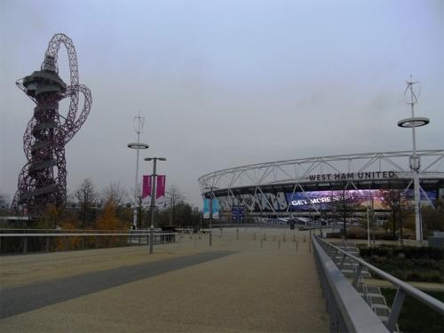 ロンドン五輪のレガシー。メインスタジアムは大会後に改修され、近隣のサッカーチームのホームスタジアムとして使用されている(写真:山嵜 一也)
