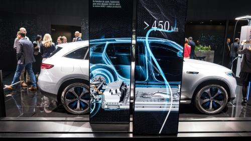 電気自動車(EV)が普及すれば、いずれ使用済みリチウムイオン電池が大量に出てくる。リユース(再利用)されるものもあるが、最終的にはリサイクルすることになる。欧州連合(EU)は域内の電池サプライチェーンの構築にリサイクルを活用する構想を描く。(出所:Daimler)